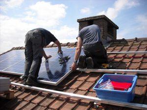 מתקינים לוחות סולאריים: האם אפשר להשתמש בהם בשבת?